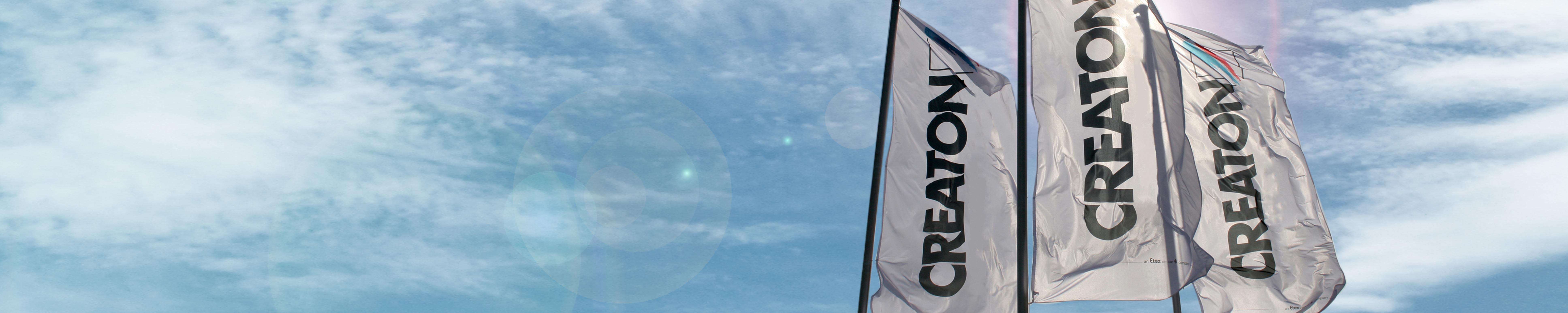 CREATON Flaggen mit blauem Himmel